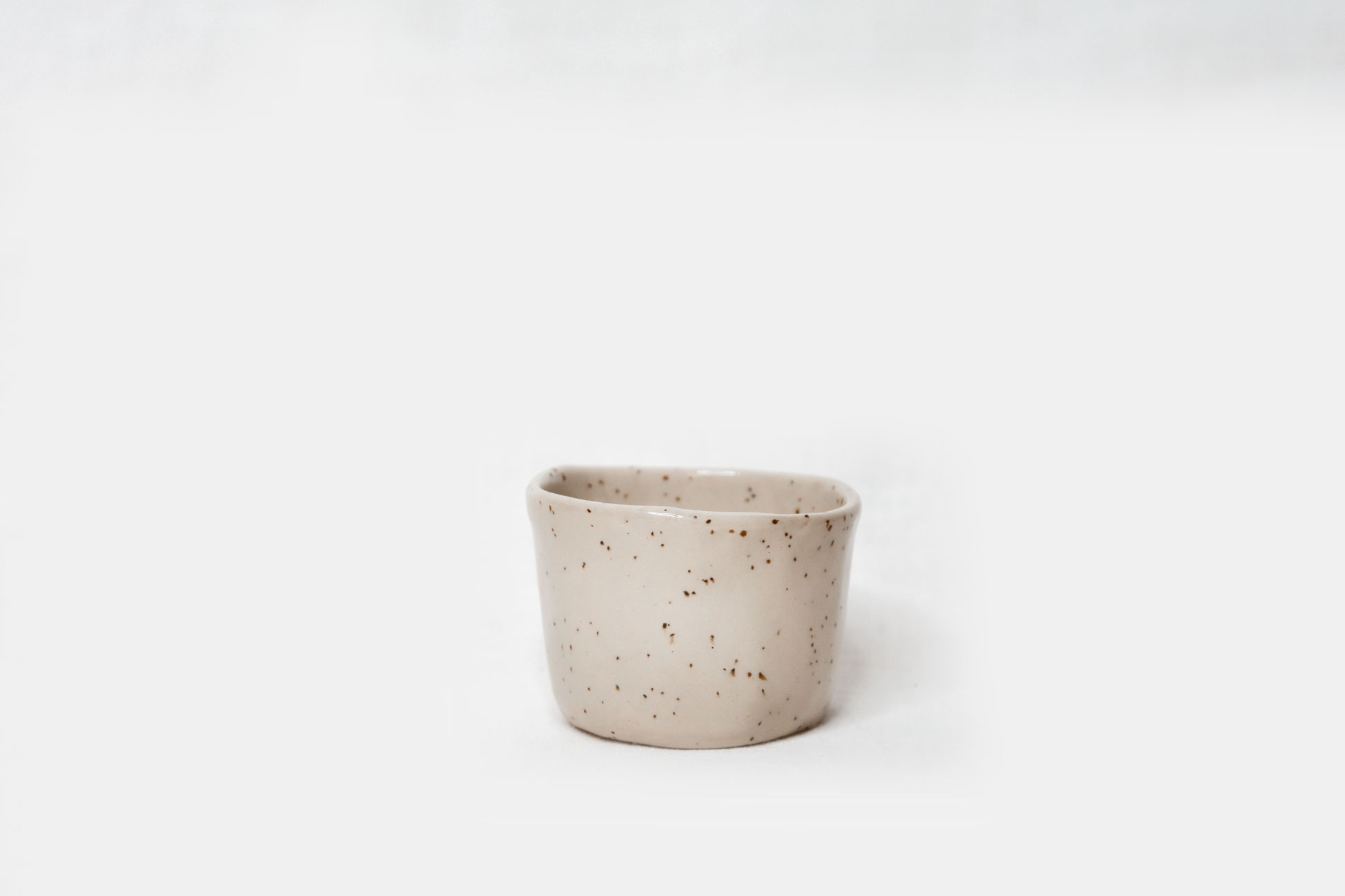 CUP XS – SPECKLED WHITE
